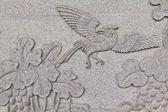 Kuş çin tapınak tayland taş duvar üzerine oyulmuştur — Stok fotoğraf