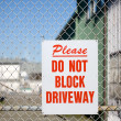 Please, Do Not BLock Driveway — Stock Photo
