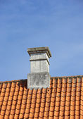 A sharp and detailed photo of the chimney of a family house — Stock Photo