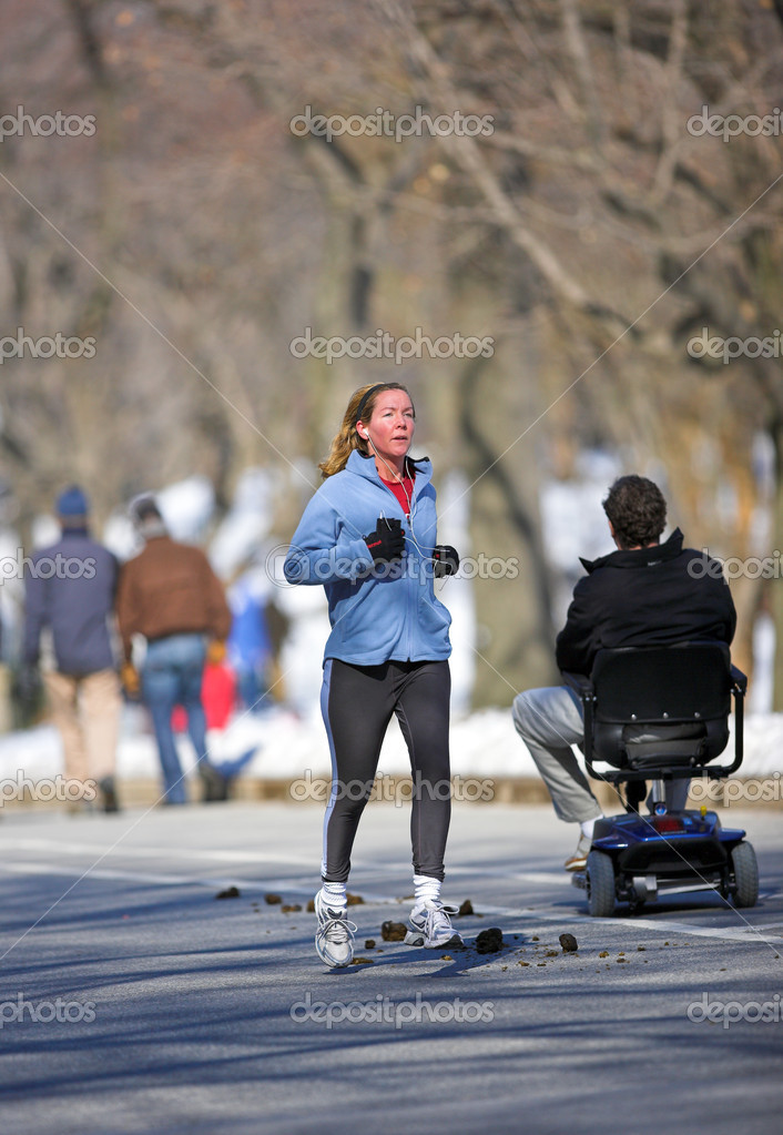 Editorial: Life sunny winterday in Central Park, Manhattan, New York — Stock Photo #6559625