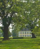 Herrenhaus mit park — Stockfoto