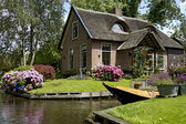 Pretty house in Giethoorn — Stock Photo