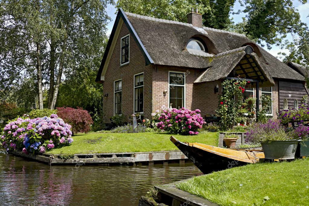 Pretty house in giethoorn stock photo mardym 6424748 for Houses that are pretty