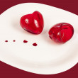 Two hearts of glass on a plate — Stockfoto