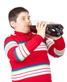 A young men drinking soda from a plastic bottle — Stock Photo
