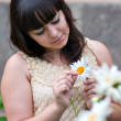 Foto Stock: Girl with camomile
