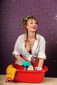 家庭主妇洗衣服 — 图库照片