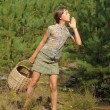 Girl with a basket to collect mushrooms IN THE FOREST — Stock Photo