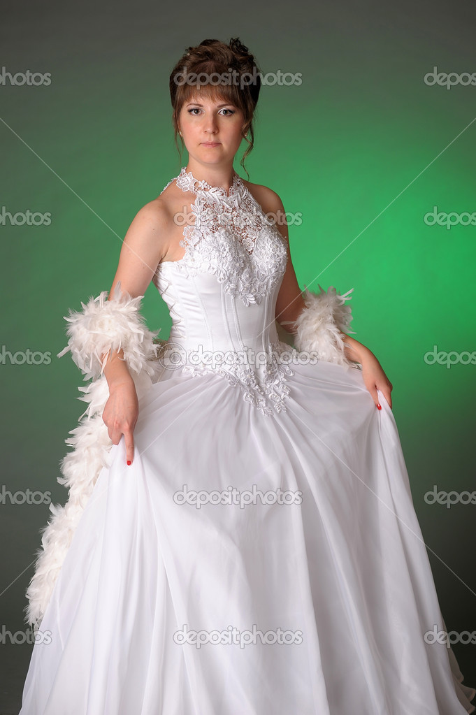 Bride  in wedding dress — Stock Photo #6640221