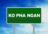 Yeşil yol işaret - ko pha ngan, tayland — Stok fotoğraf