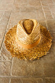 Summer straw hat on the ground — Stock Photo