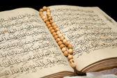 Koran book and rosary. — Stock Photo