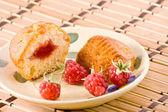 Cut cake with raspberry jam. — Стоковое фото