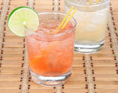 Alcohol long island Iced tea cocktails with lime — Stock Photo