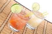 Alcohol margarita cocktails or long island Iced tea with lime — Stock Photo