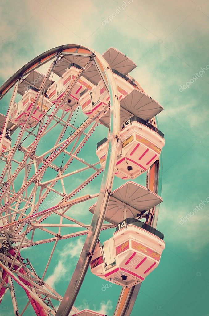 Vintage ferris wheel with old film look. — Stock Photo #5666468