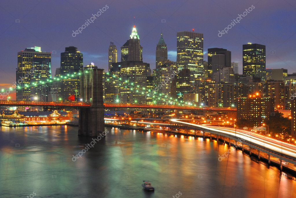 The Brooklyn Bridge Juxtaposed against the downtown New York City Skyline. — Stock Photo #5899266