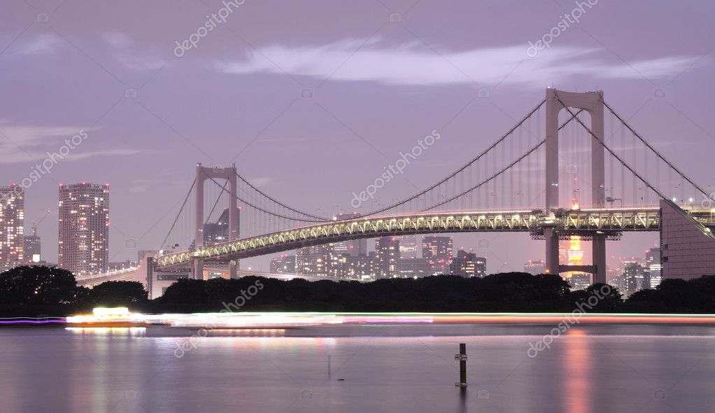 Rainbow Bridge in Tokyo without it's signature lighting due to energy conservation efforts in the wake of the Nuclear crisis. — Stock Photo #6412250