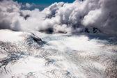 Landing on the peak — Stock Photo