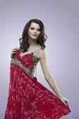 Glückliche frauen rote blume kleid — Stockfoto