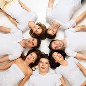 Círculo de amigos hilários — Foto Stock