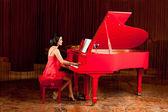 Beautiful woman playing the piano — Stock Photo