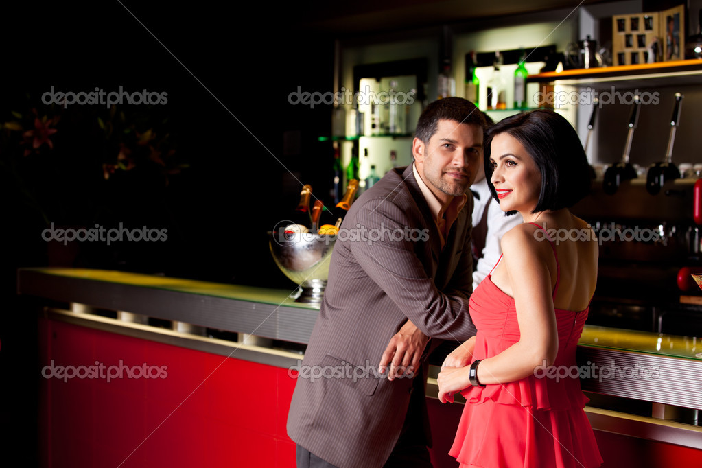 Young couple bar counter having drinks — Stock Photo #6277272