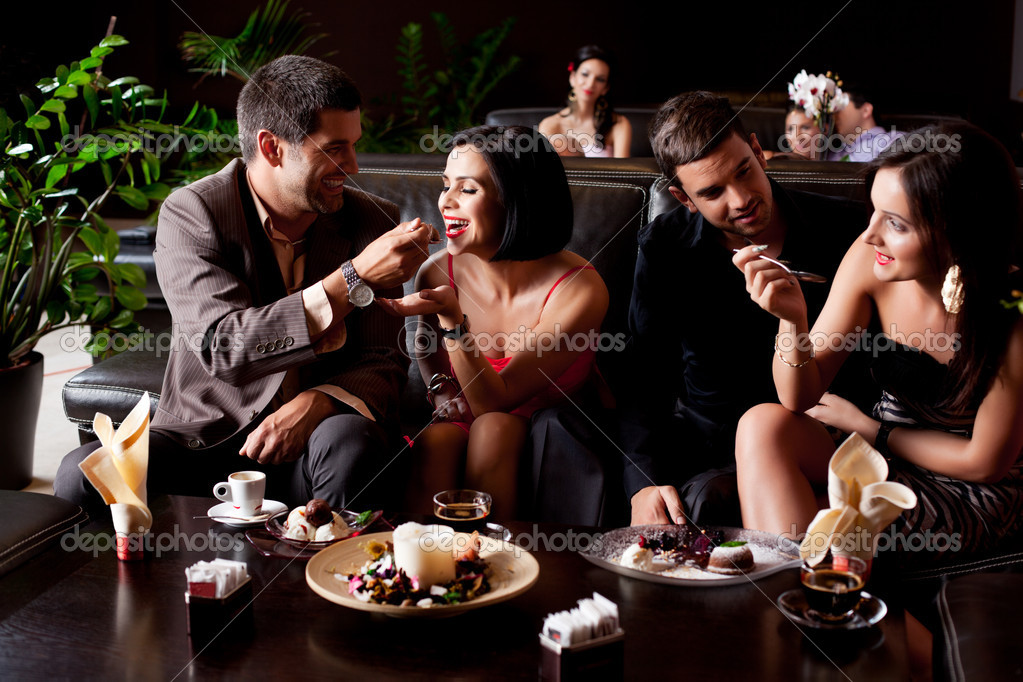 Young couples eating deserts feeding each other  — Stock Photo #6277278