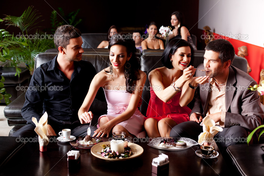 Young couples eating deserts feeding each other  — Stock Photo #6277280