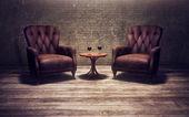 Eski bir odada antika sandalyeler — Stok fotoğraf