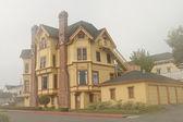 Yellow mansion, Victorian style — Stock Photo