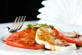 Sałatka caprese - pomidory, mozzarella i rukolą — Zdjęcie stockowe
