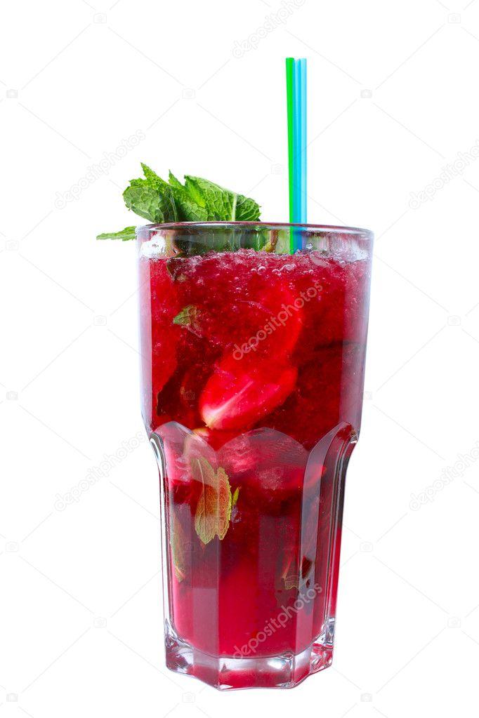 rot cocktail mit wodka kirschsaft erdbeeren und minze stockfoto aikidoki 6075048. Black Bedroom Furniture Sets. Home Design Ideas