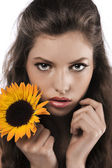 Face shot of a pretty girl holding a sunflower — Stock Photo