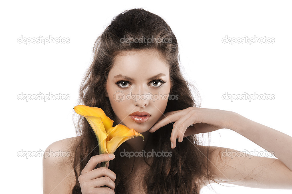 Face shot pf a pretty young girl with curly brown hair holding a yellow calla in her hand — Stock Photo #6255488