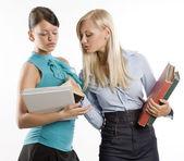 Dos estudiantes y libros — Foto de Stock