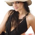Брюнетка с летняя шляпка — Стоковое фото