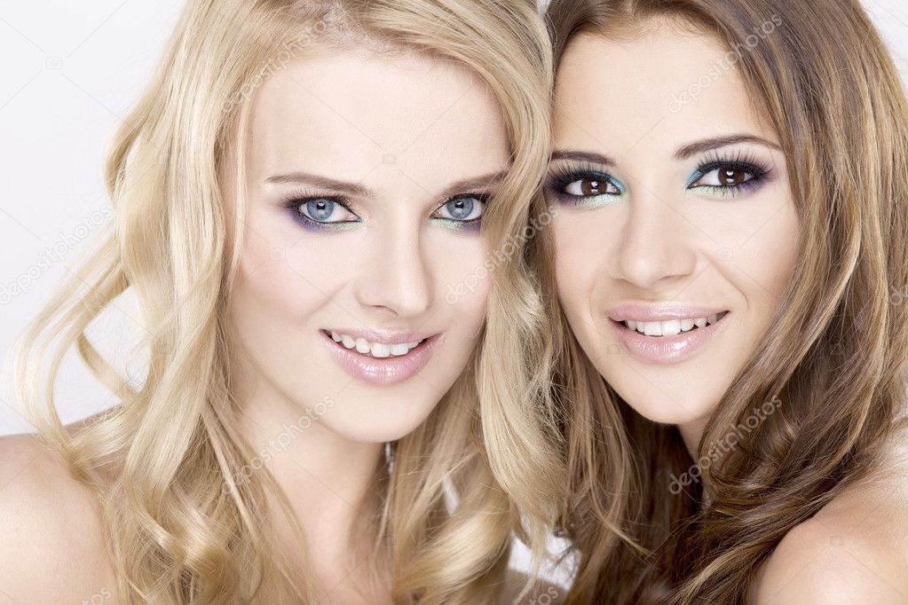 Two smiling attractive girl friends - blond and brunette on white background — Stock Photo #6024975