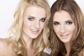 Two smiling girls friends - blond and brunette — Stock Photo