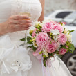 The bride with a bouquet and a champagne wine glass — Stock Photo