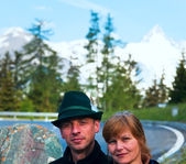 Tourists couple on Grossglockner High Alpine Road — Stock Photo