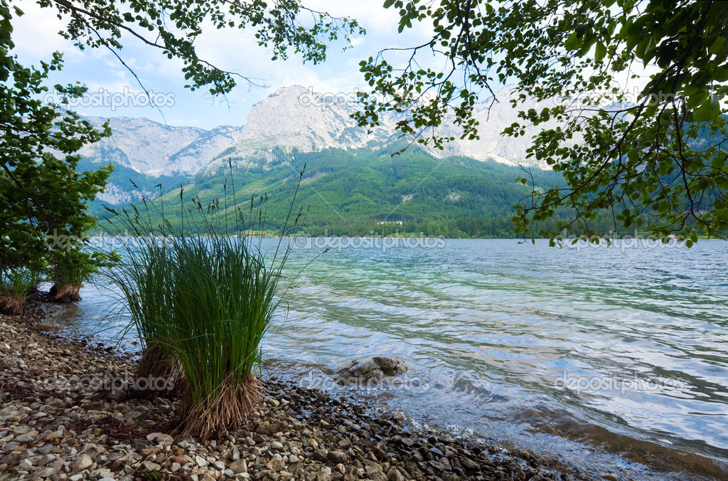 Beautiful summer Alpine  lake Grundlsee view (Austria) — Stock Photo #6112054