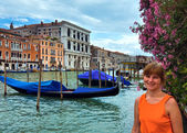 Woman tourist in Venice (view with gondolas) — Stock Photo