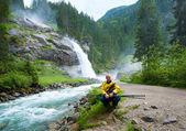 Alpen waterval zomer weergave — Stockfoto