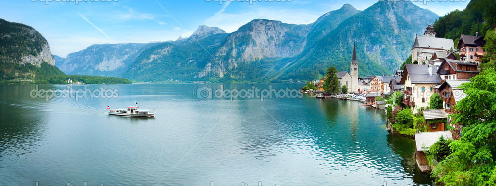 Beautiful summer Alpine Hallstatt Town and lake Hallstatter See view (Austria). Two shots stitch image. — Lizenzfreies Foto #6467271