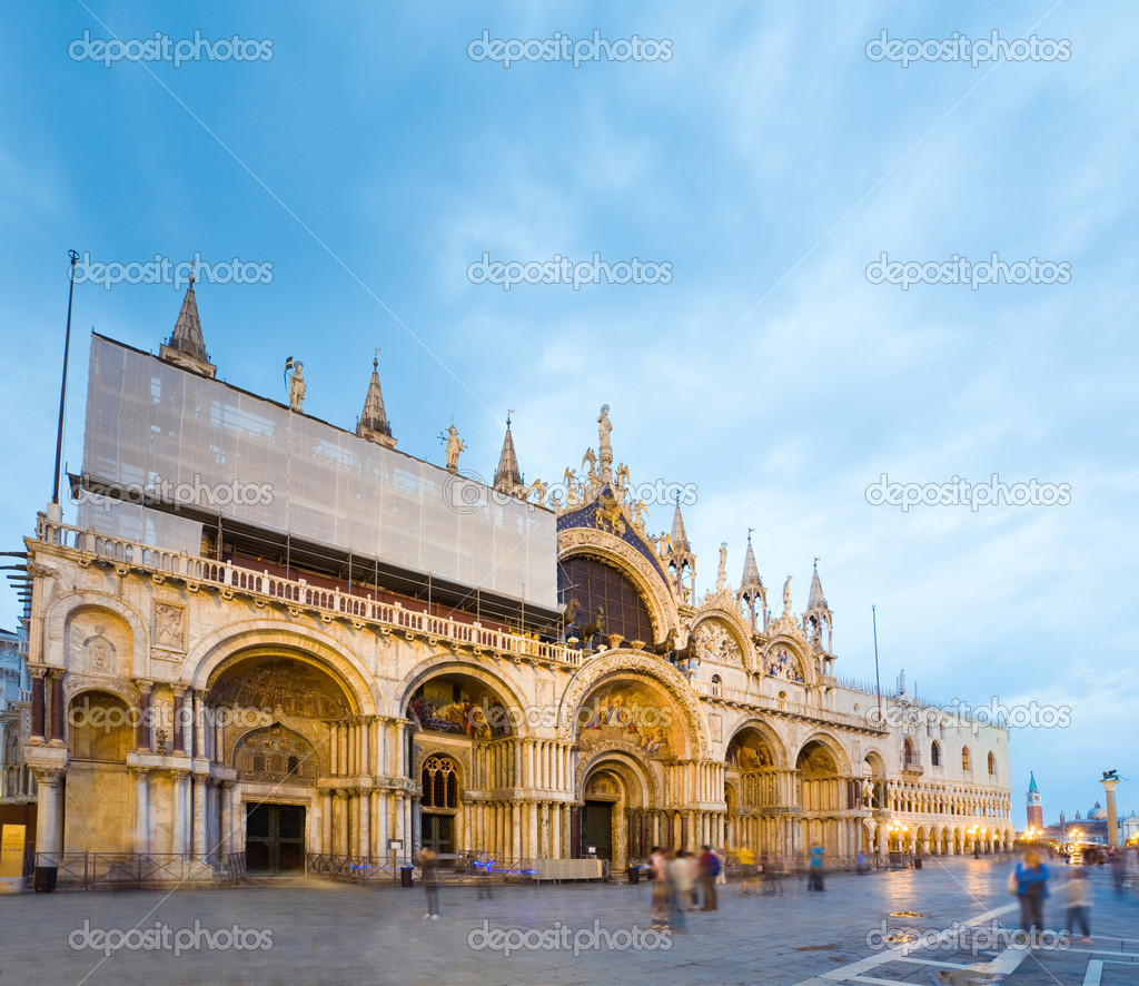 Patriarchal Cathedral Basilica of Saint Mark  (Piazza San Marco, Venice, Italy). Long time shot - all peoples and logo unrecognizable. — Stock Photo #6467375
