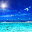 Sun over tropical ocean with vibrant colors — Stock Photo
