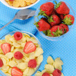 Cornflakes in two bowls with berries — Stock Photo #5917328