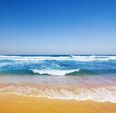 берега перерыв — Стоковое фото