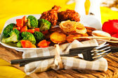 Fried potatoes broccoli carrots and roasted chicken — Stock Photo